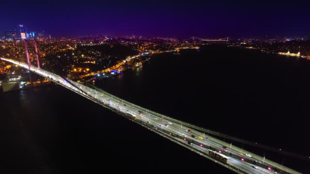vídeos de stock e filmes b-roll de bridge over bosporus straits at night - istambul