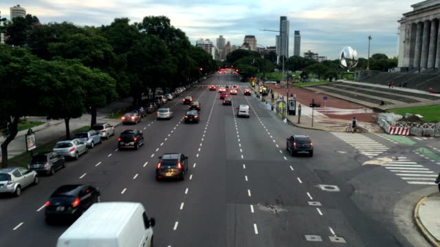 Bridge view of avenue traffic besides Buenos Aires Law school video