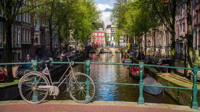 bridge with bicycle in amsterdam, netherlands - 4k cityscapes, landscapes & establishers - canale video stock e b–roll