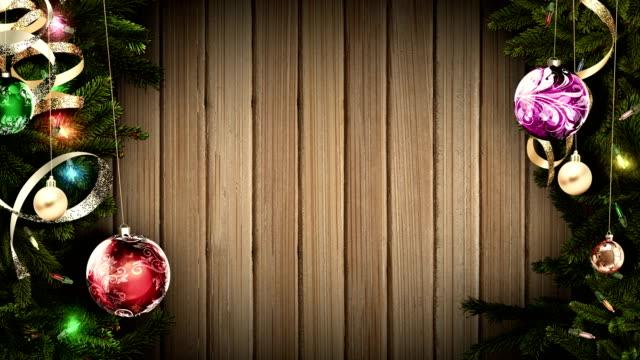 驚くべき不思議な雰囲気を作成する古い素朴な木製テーブルに明るいお祝いクリスマス フレーム。ループ - 十二月点の映像素材/bロール