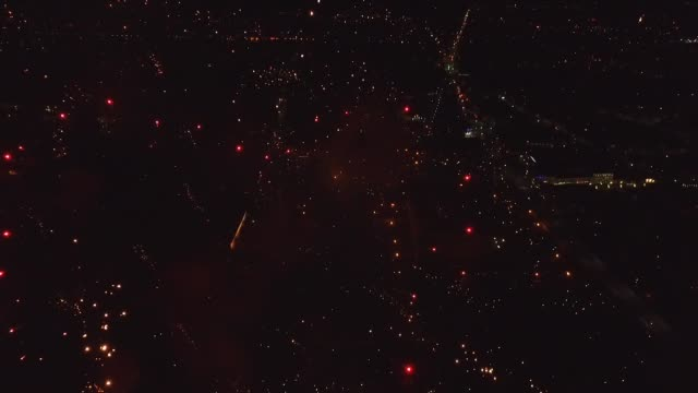 bright firework explosion in the night sky. - fourth of july стоковые видео и кадры b-roll