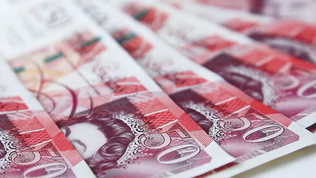 british £50 notes. - pfand stock-videos und b-roll-filmmaterial