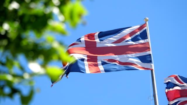 brittiska flaggan i 4k slow motion - brexit bildbanksvideor och videomaterial från bakom kulisserna