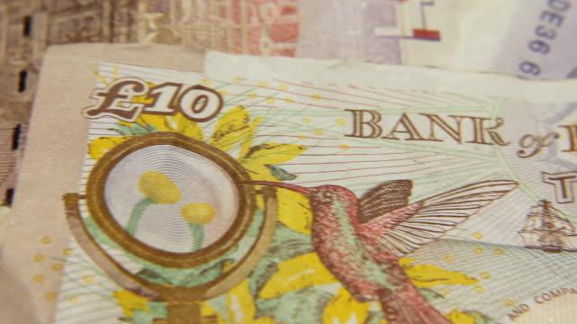 macro sterlina britannica note credit crunch recessione £ 10 - simbolo della sterlina video stock e b–roll