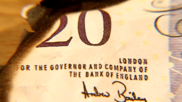 MACRO British Pounds Buring, Credit Crunch, Recession video