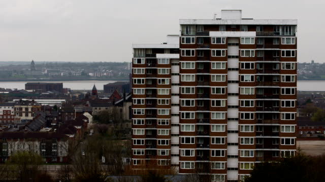 brytyjczycy tower block - osiedle mieszkaniowe filmów i materiałów b-roll