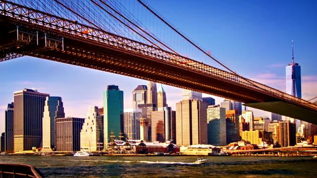 vidéos et rushes de pont de brooklyn et du quartier des affaires - abaisser