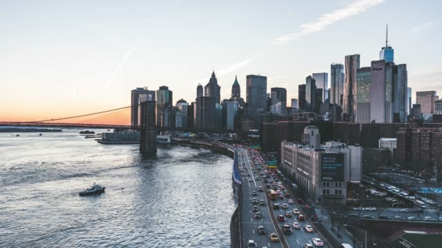 T/L ZI Brooklyn Bridge and Manhattan skyline at Sunset / NYC video