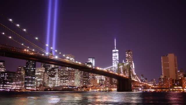 vídeos de stock e filmes b-roll de dia memorial de ponte de brooklyn à noite luz panorama 4 k time lapse do eua - setembro
