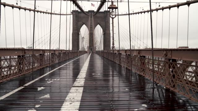 ponte di brooklyn - cavo d'acciaio video stock e b–roll