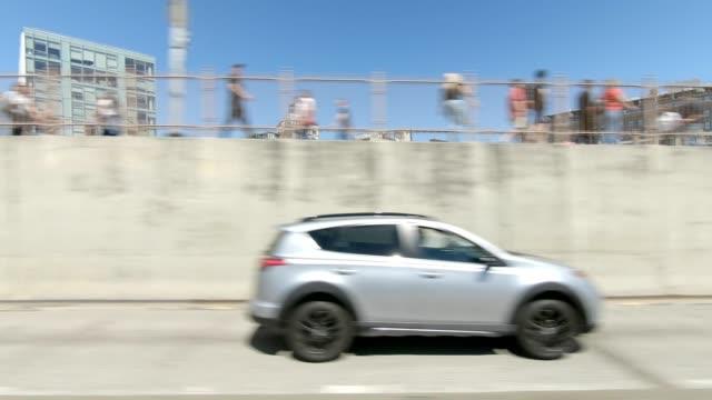 vidéos et rushes de pont de brooklyn xix série synchronisé vue gauche conduite studio plaque de process - vue latérale