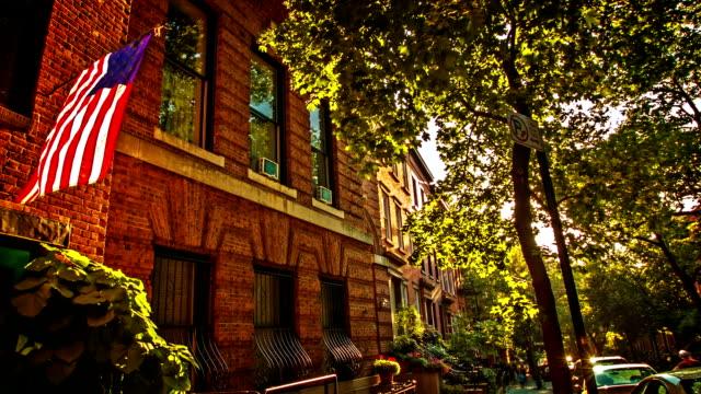 brooklyn house und usa-flagge - sandstein stock-videos und b-roll-filmmaterial
