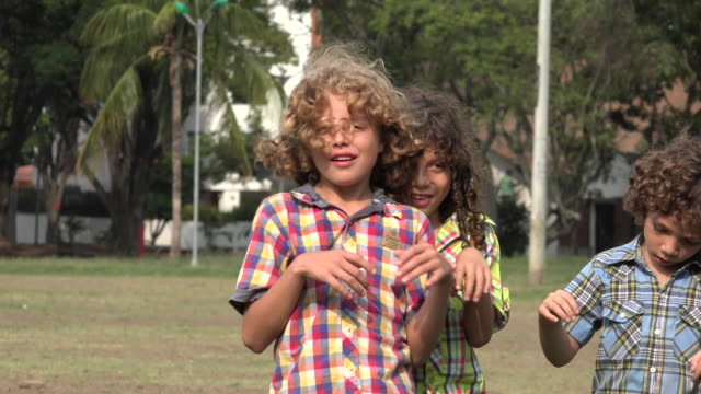 stockvideo's en b-roll-footage met broers acteren als zombies - teenager animal