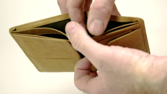 A brown empty wallet with mans hand - vídeo