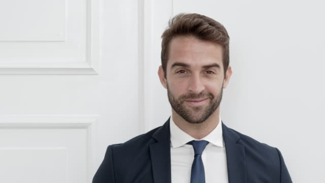 brown eyed businessman - krawatte stock-videos und b-roll-filmmaterial