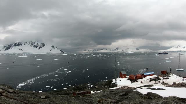 Estación de Brown una estación de investigación científica y base Argentina Antártica ubicada en Bahía Paraíso, Antártida - vídeo