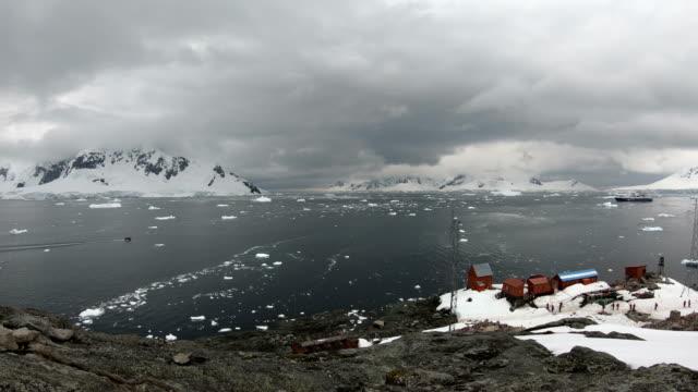 vídeos y material grabado en eventos de stock de estación de brown una estación de investigación científica y base argentina antártica ubicada en bahía paraíso, antártida - viaje a antártida