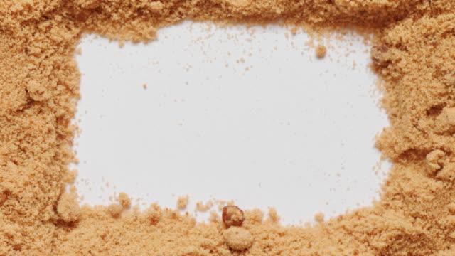 vidéos et rushes de séquences vidéo panoramique de sucre brun. - sky