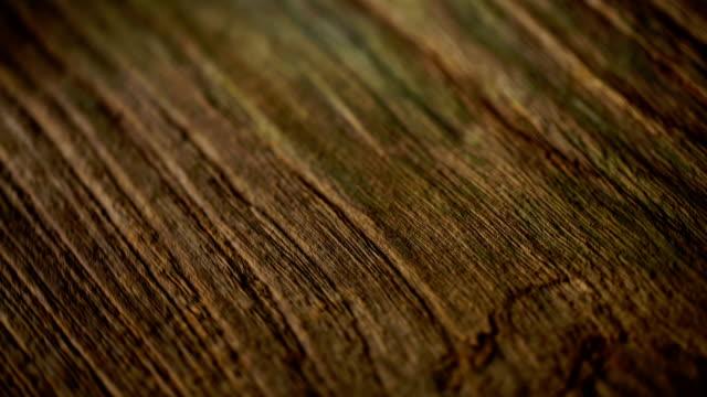 vídeos de stock e filmes b-roll de brown wooden desk background - mesa mobília