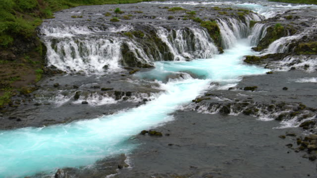 Cascada Bruarfoss en Brekkuskogur, Islandia. - vídeo