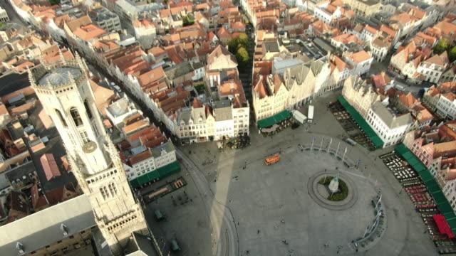 vista aerea di bruges square - belgio video stock e b–roll