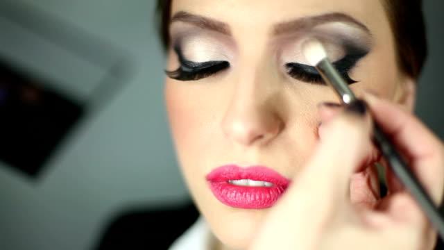 brush movement - makeup artist bildbanksvideor och videomaterial från bakom kulisserna