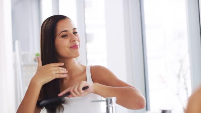 stockvideo's en b-roll-footage met ik borstel twee keer per dag - hair woman