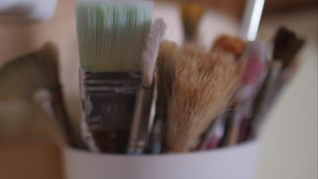 Brushes in a jar video