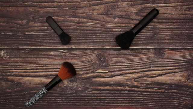 Brushes on wooden background - Stop motion