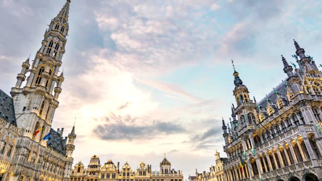 布魯塞爾比利時延時 4k, 城市天際線在大廣場廣場的延時 - 廣場 個影片檔及 b 捲影像