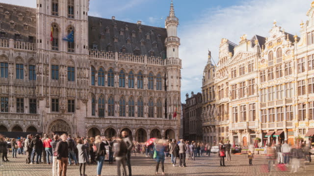 Brussels/Belgium 4k uhd timelapse of crowd tourist walk in  Beautiful houses of the Grand Place Square in  Belgium, Brussels daytimes Brussels/Belgium 4k uhd timelapse of crowd tourist walk in  Beautiful houses of the Grand Place Square in  Belgium, Brussels daytimes renaissance architecture stock videos & royalty-free footage