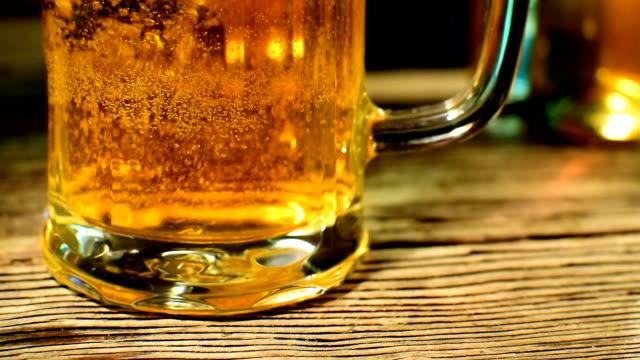 bubbles in the beer glass,slow motion - tap water filmów i materiałów b-roll
