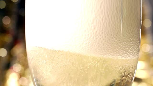 비눗방울 유리 샴페인 - 찰리스 스톡 비디오 및 b-롤 화면