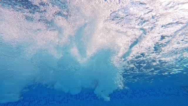 Bидео Bubbles inside the swimming pool.