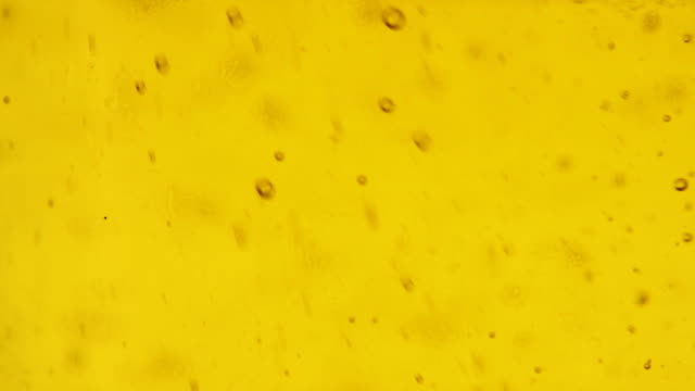 bubbles of vegetable oil while pouring the bottle. - bollente video stock e b–roll