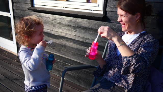bubblor - dansk kultur bildbanksvideor och videomaterial från bakom kulisserna