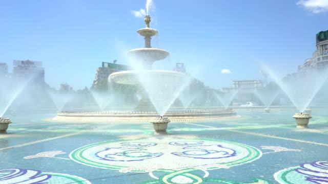 Bucharest city center fountain - Fantana lui Bucur video