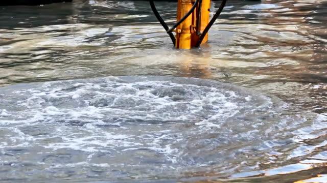 vídeos y material grabado en eventos de stock de cubo dredging máquinas - estrecho