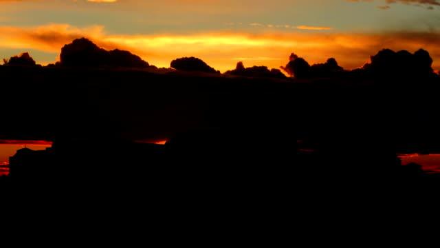 collina del castello di budapest con stormy arancione tramonto - barocco video stock e b–roll