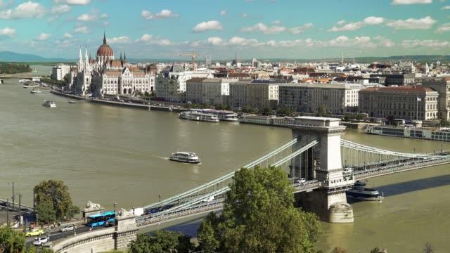 budapest skyline på sen sommaren - turistbåt bildbanksvideor och videomaterial från bakom kulisserna