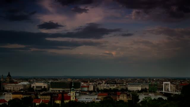 skyline di budapest time lapse - ungheria video stock e b–roll