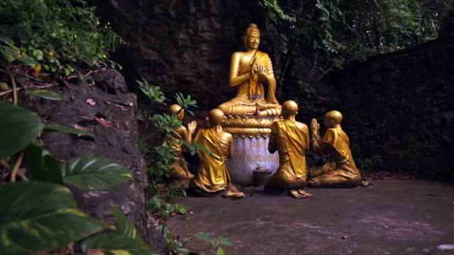 buddha and novice monks statue, mount phousi, luang prabang, laos, zoom in - mudra video stock e b–roll