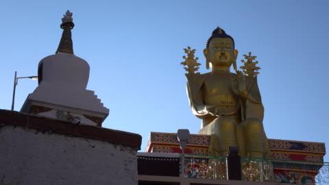 buddha statue in likir monastery, leh ladakh, jammu and kashmir, india - etnia indo asiatica video stock e b–roll