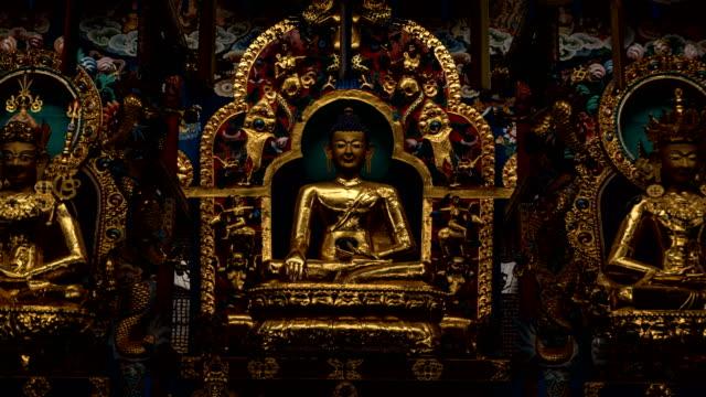 buddha-statue im namdroling-kloster, karnataka-hyper-lapsus - buddha stock-videos und b-roll-filmmaterial