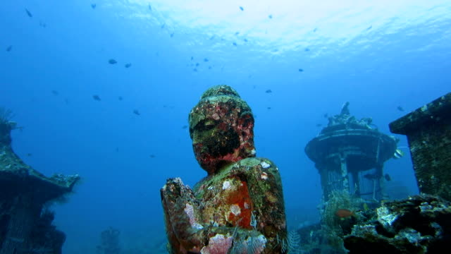 buddha statue undersea, bali, indonesia - tempio video stock e b–roll