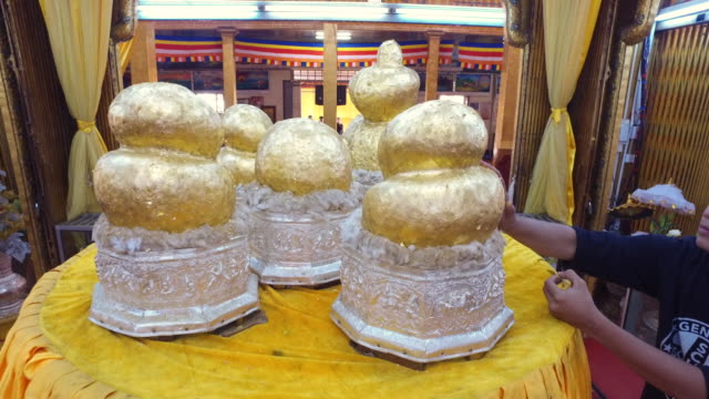 Buddha statues of Phaung Daw Oo Pagoda video