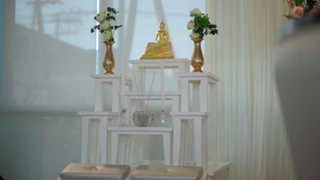 Buddha statues placed on the table