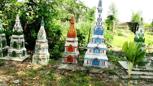 buddhist cemetery - budizm stok videoları ve detay görüntü çekimi