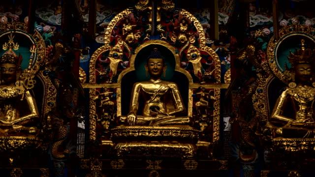 buddhistiska kloster hyperlapse. - india statue bildbanksvideor och videomaterial från bakom kulisserna