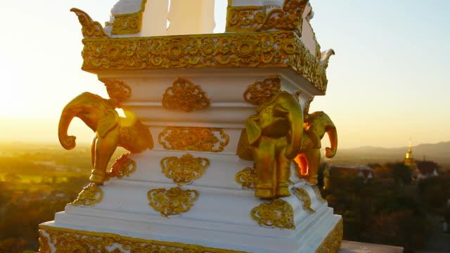 vídeos de stock, filmes e b-roll de templo budista em tailândia rural - ano novo budista